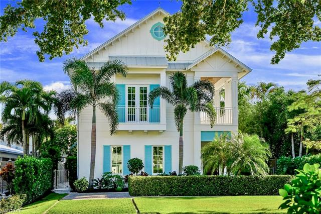 Single Family in Naples Olde Naples